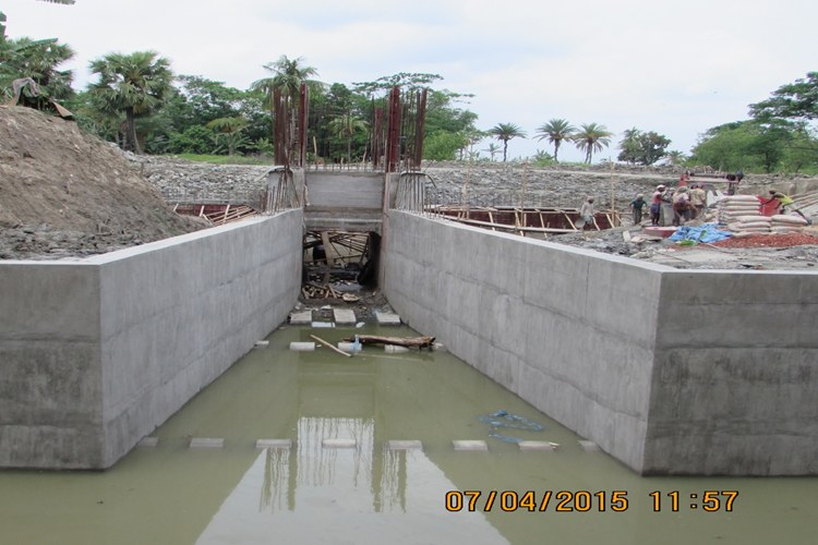CONSTRUCTION OF NEW SLUICE WORK IS GOING ON UNDER BWDB, ECRRP-19, BARGUNA_750x500