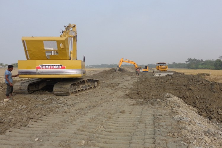 EARTH WORK IN RETIRED EMBANKMENT GOING ON UNDER BWDB, ECRRP-19, PATUAKHALI-2_750x500
